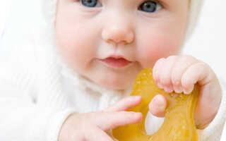 У ребёнка лезут зубы, как облегчить боль, советы