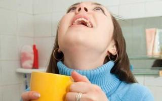Болит горло, чем полоскать в домашних условиях?