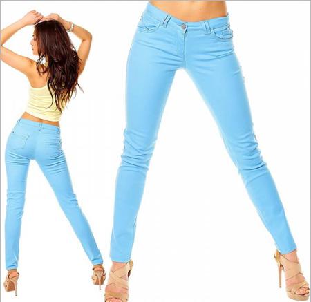 С чем носить голубые брюки