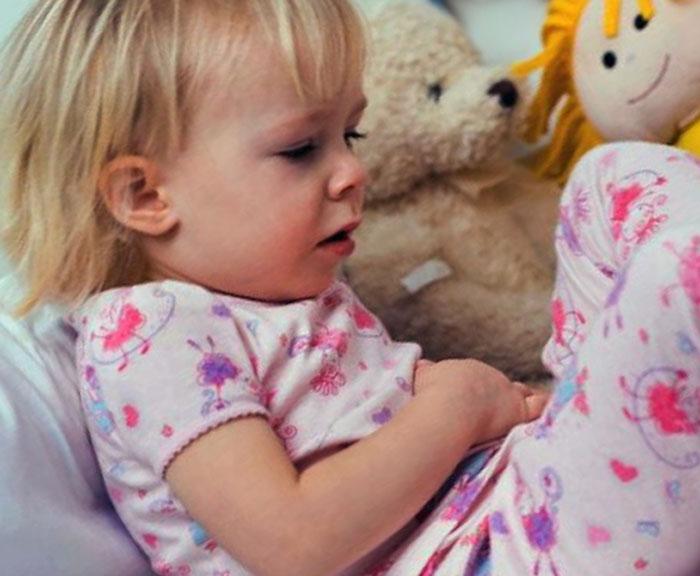 У ребёнка болит живот, что можно дать