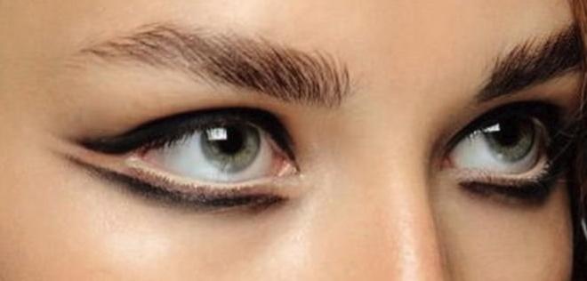 как нарисовать стрелки на глазах карандашом